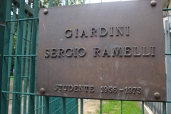 Targa all'ingresso dei Giardini Sergio Ramelli
