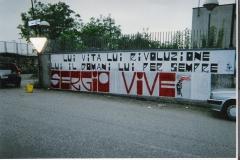 Via Ramelli 2000 (striscione superiore in nero di Alternativa Antagonista Verona; striscione inferiore in rosso di Azione Giovani Verona)